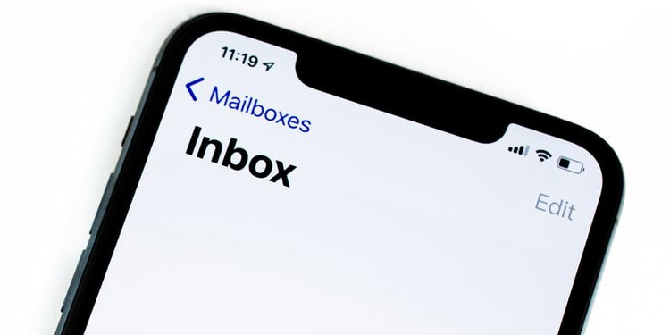 Automatically Delete Emails from Blocked Senders on iPhone